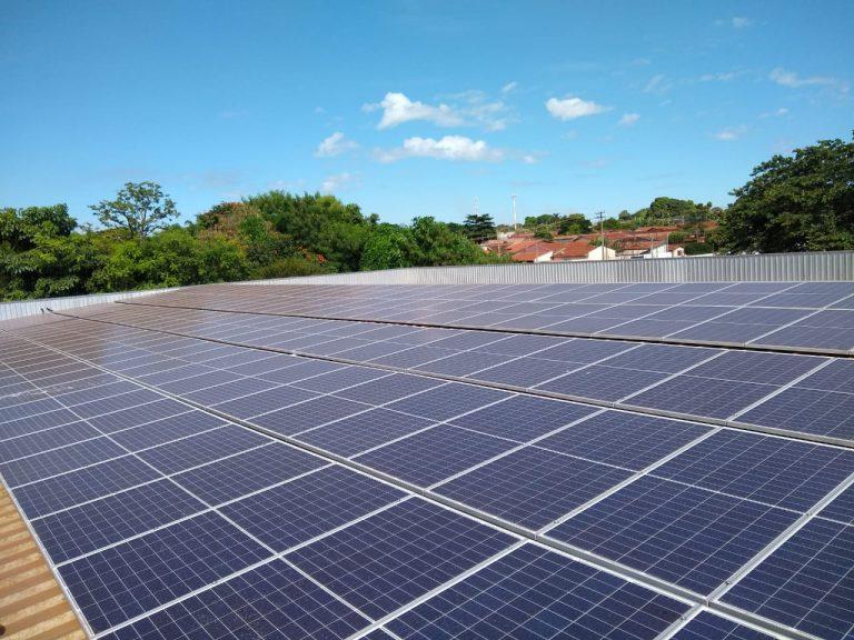 Colégio Liceu se torna autônomo em energia elétrica através da geração fotovoltaica